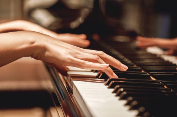 Klaverimängija Lia Deni